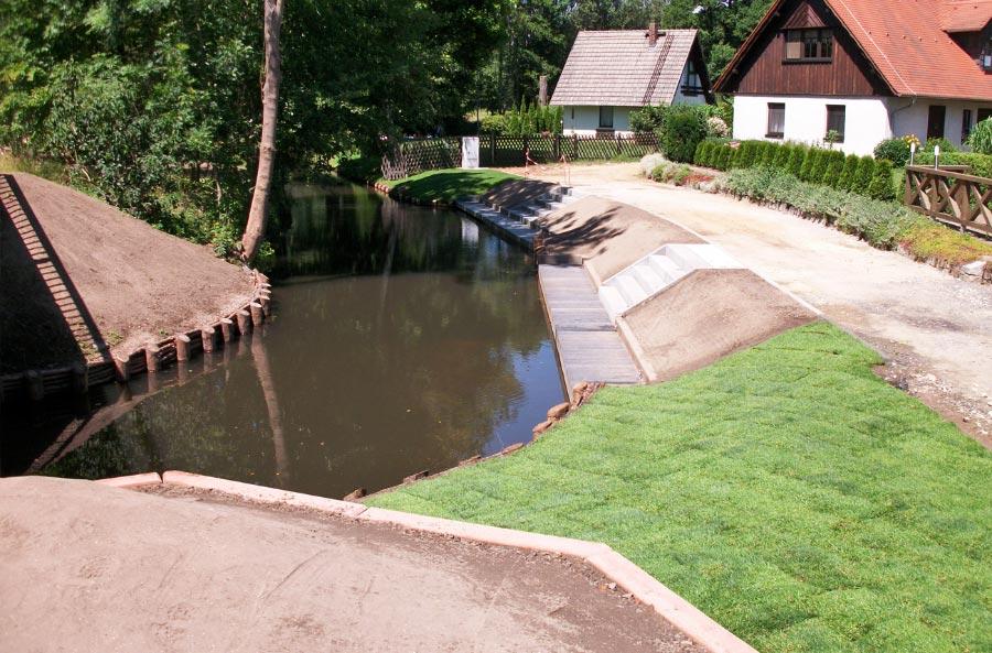Begrünung an Wasserweg Lübbeneau