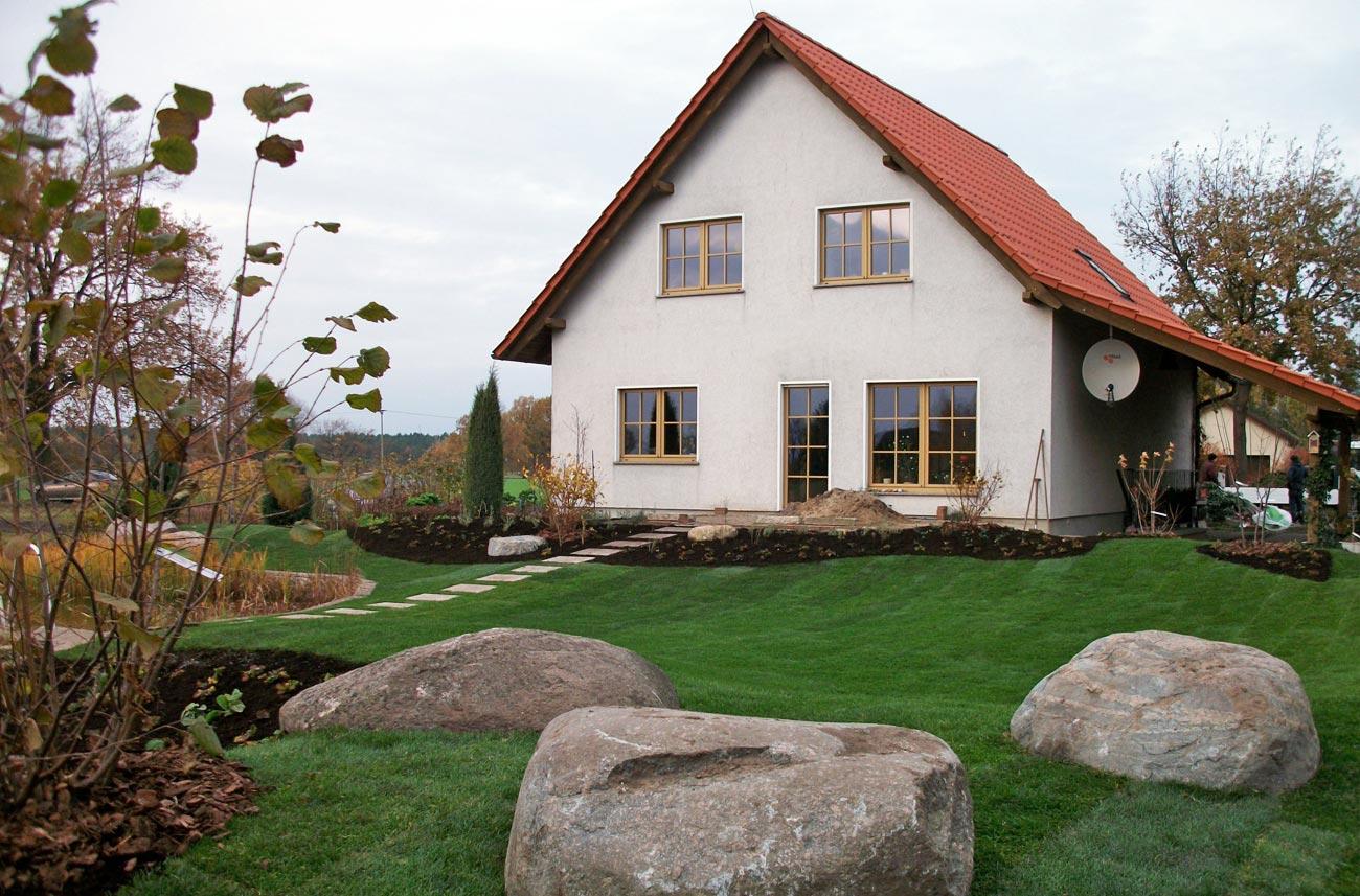 Gepflegte Grünanlage an Eigenheim