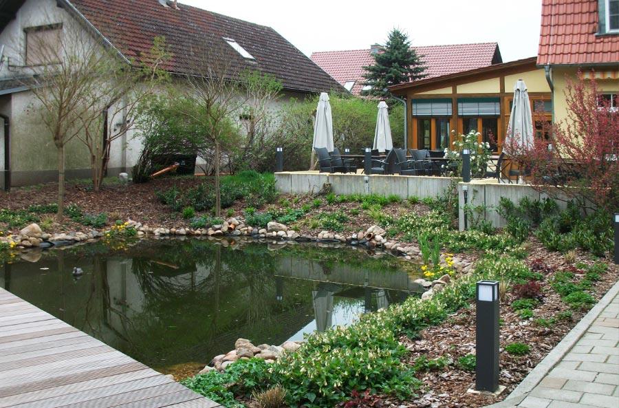 Grünanlagengestaltung mit Teich